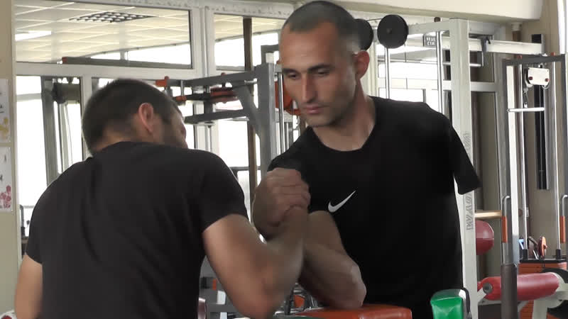 Безрукий армрестлер Аметхан Абдураманов выиграл чемпионат Азии среди здоровых рукоборцев