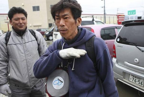 Подвиг, достойный экранизации Японец Хидеаки Акайва (1968г.р.) был на работе, когда случилось катастрофическое цунами, обрушившиеся на городок Тохоку на острове Хонсю. Он проигнорировал