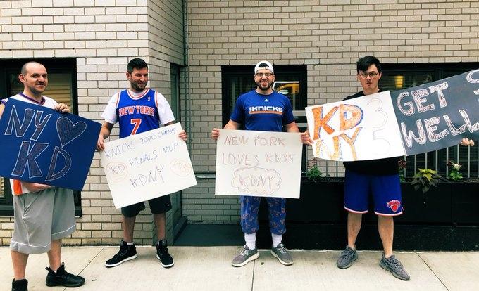 Болельщики «Никс» вышли на улицы Нью-Йорка с плакатами в поддержку Дюрэнта