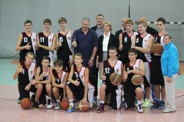 Таганрогские баскетболисты вернулась с победой из Керчи