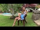 Отдых молодой девушки на тропическом острове