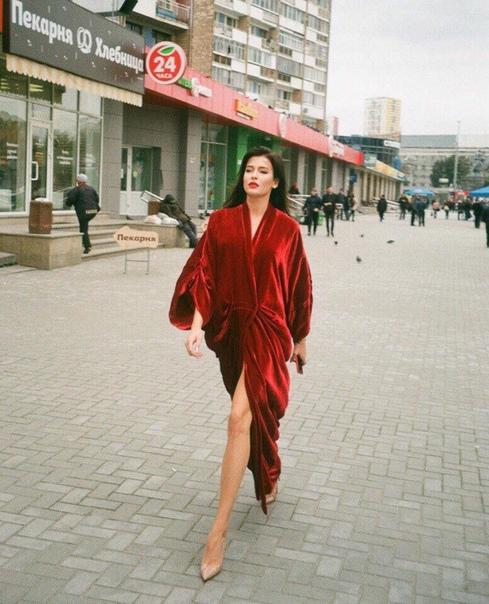 София Никитчук, Мисс Россия 2015 и первая вице-мисс мира, стала главной героиней необычной уличной фотосессии екатеринбургского фотографа Игоря Усенко. Он рассказал, что когда София приезжала к