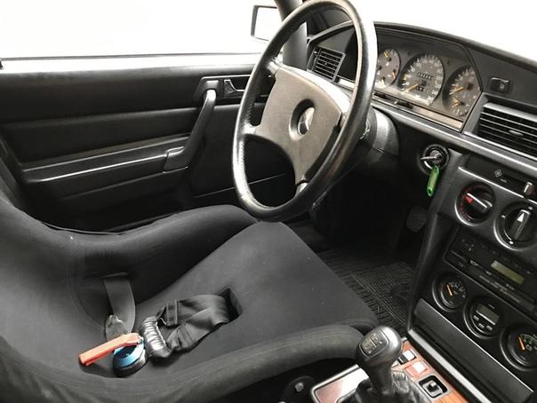 Mercedes-Benz 190 E 2.3-16 Ники Лауды В более чем вековой истории Mercedes-Benz было несметное количество моделей, сделавших себя культовыми. Но есть среди них автомобиль, который выглядит