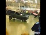 Машины танцуют под татарскую музыку