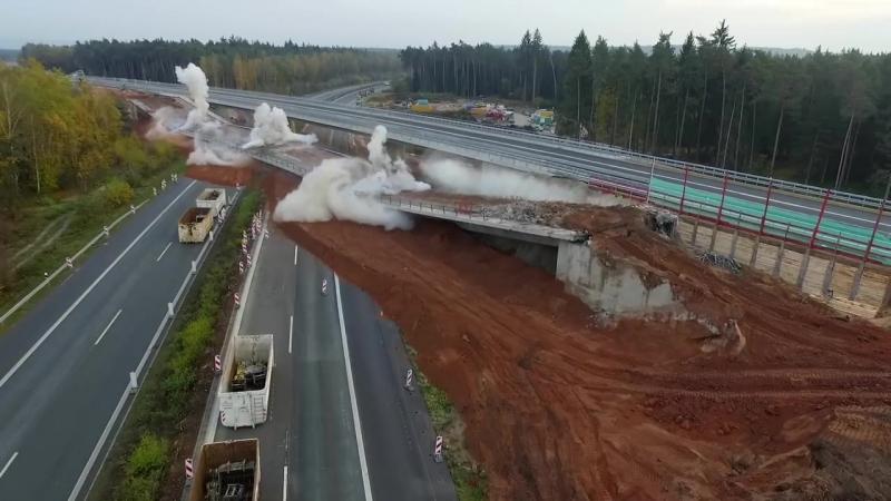 Так укладывают взрывчатку в бетон когда нужно взорвать старый автодорожный мост снос моста на развязке BW 402e Нюрнберг