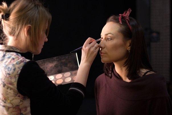 Дизайнер макияжа