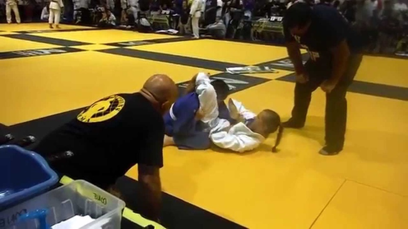 COPA Grappling 05/24/14 Tracy competing for 1st place