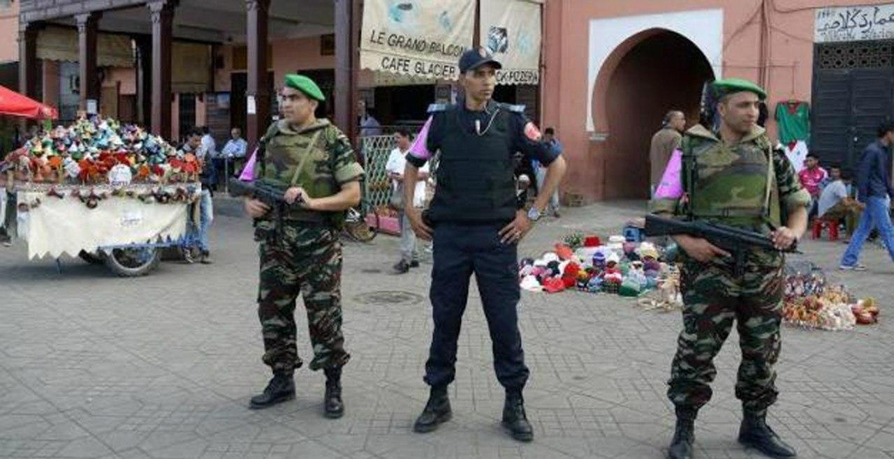 Photos de nos soldats et des Bases Marocaines - Page 2 DVnTA1ePff4
