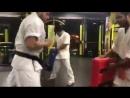 Жёсткие упражнения бойцов для взрывных ударов в Кёкусинкай