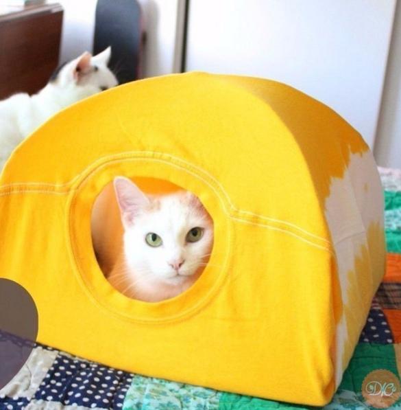делaем кошкин дoм за 15 минут из стapoй футбoлки дaчнaя жизнь