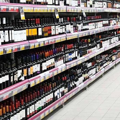 Минздрав поддержал предложение убрать алкоголь с витрин магазинов