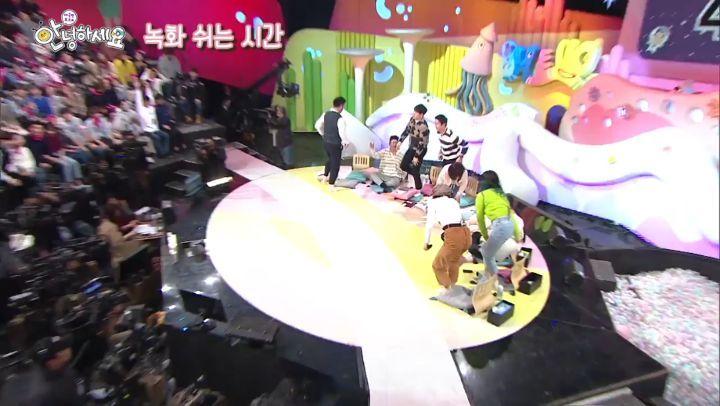 "P O on Instagram 오늘 밤 11시10분 우리 지훈이와 비범한 민혁씨를 KBS2 안녕하세요 를 통해 만나보실수 있습니다~~ 벌써부터 재밌다 재밌다~~~"""