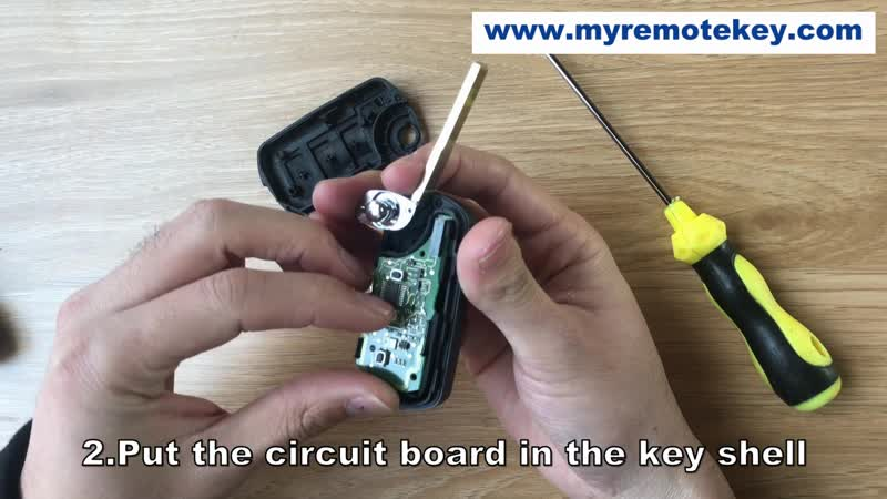 9125404 How to put the circuit board in the Landrover LR3 key shell HU101