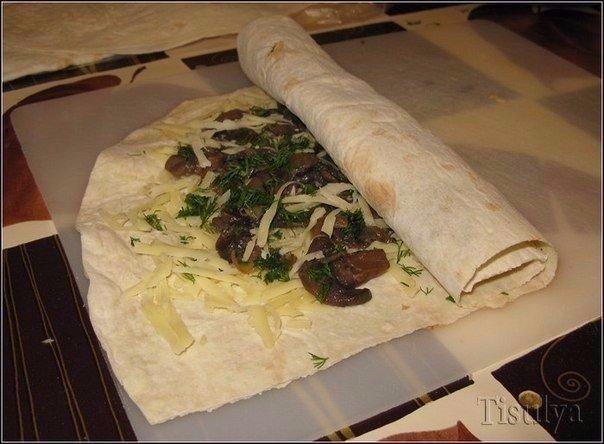 Грибной рулет из лаваша Ингредиенты: - армянский лаваш - шампиньоны -