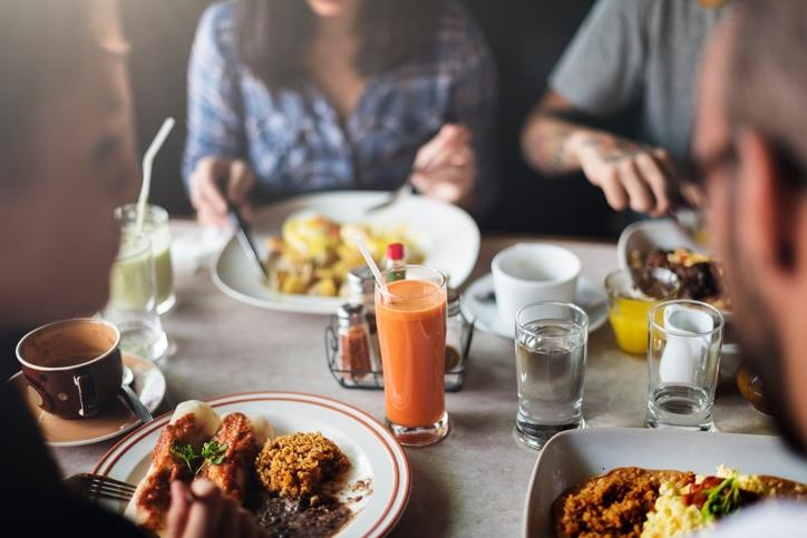 Когда вы гуляете в ресторане, путешествуете по опасным зонам, ешьте то, что вы любите и знаете.