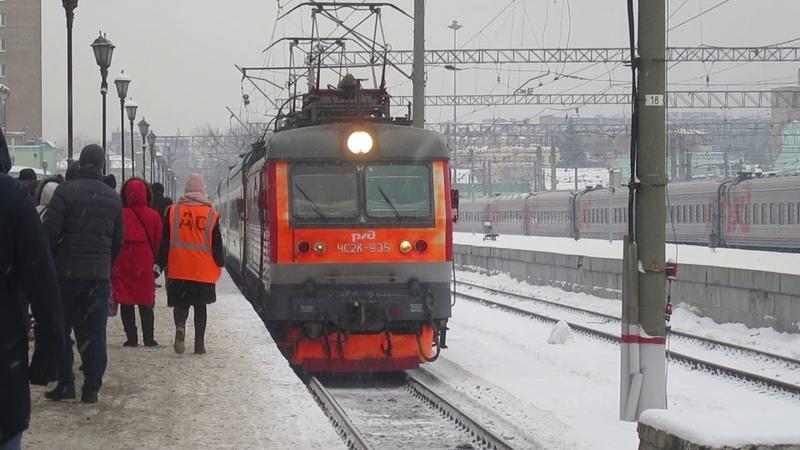 Прибытие ЧС2К-935 с поездом№149Ф Андижан-Москва на Казанский вокзал Москвы 26.12.2018