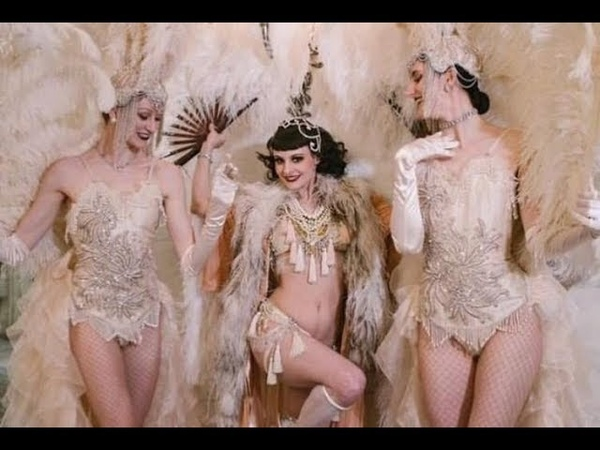 Talulah Blue ~ Burlesque Feather Fan Dance