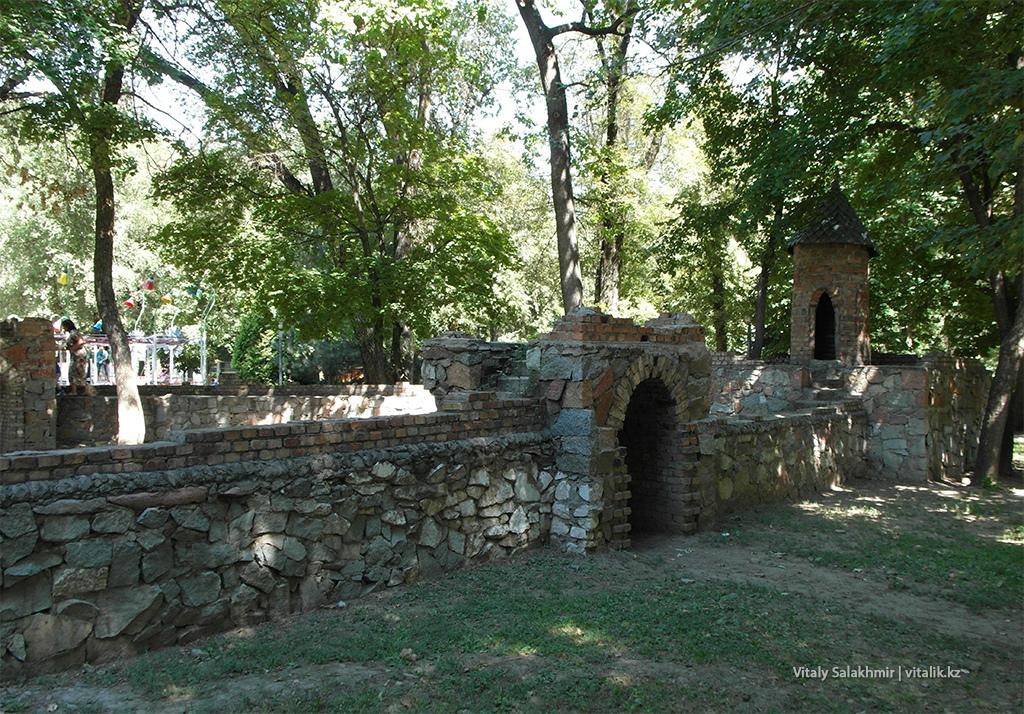 Замок в детском городке Алматы