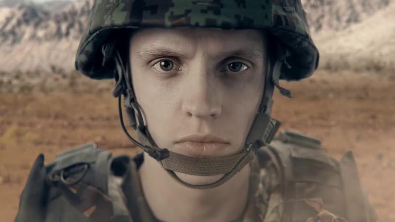 Реклама армии Эстонии, где эстонский солдат не боится русских.(Korgem Sojakool)