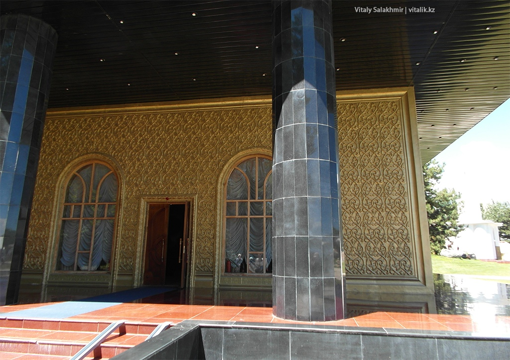 Музей Айтматова, вход