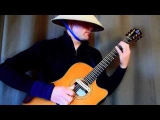 Играет клубняк на гитаре