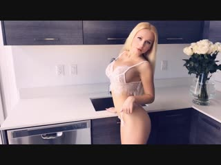 Hot Big Boobs Blonde Pornstar Shows Sexy Big Booty and Gets Toples
