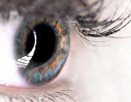 Оценка по шкале глаза 20/200 обычно указывает на то, что пациент юридически слеп.
