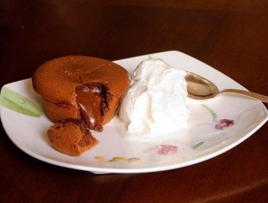 Португальские горячие шоколадные пирожные