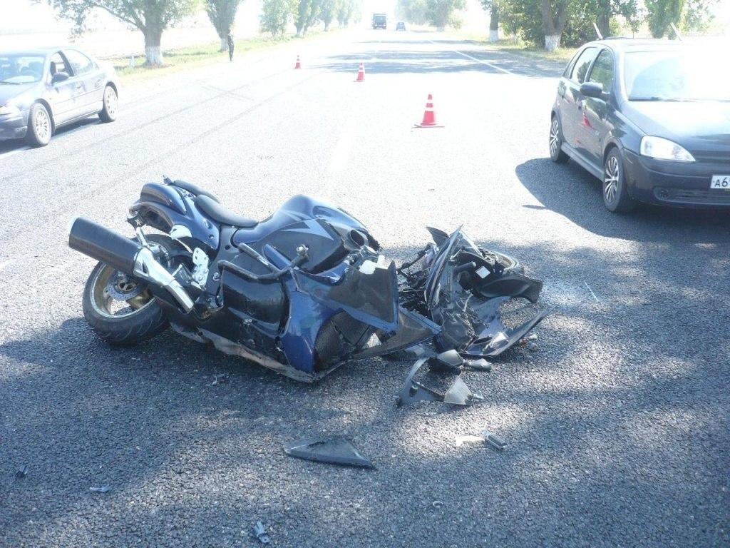 На трассе «Ростов – Таганрог» столкнулись два мотоцикла, один человек получил травмы