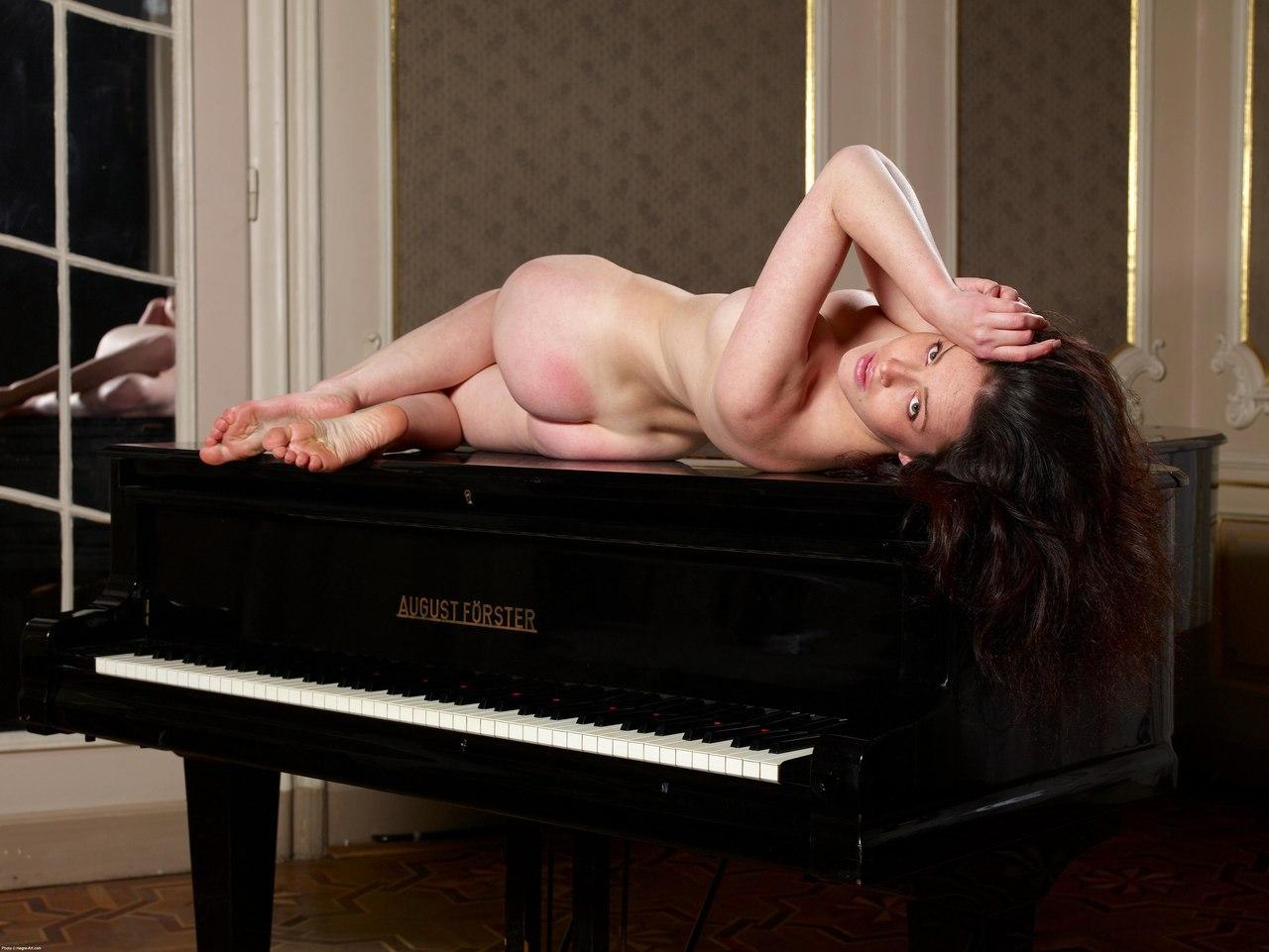 смотреть домашний эротика с пианино торчали кишиневе