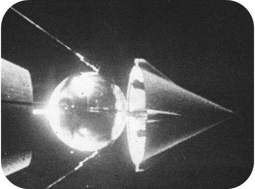 4 октября (1957 года) - Запуск СССР первого спутника 8kY_wnFaNxE