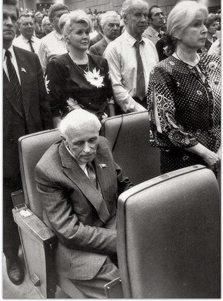 В мае 1989 года проходил I Съезд народных депутатов СССР.