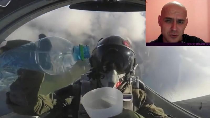 Что не так с гравитацией у пилота, наливающего воду в стакан заходя в мертвую петлю