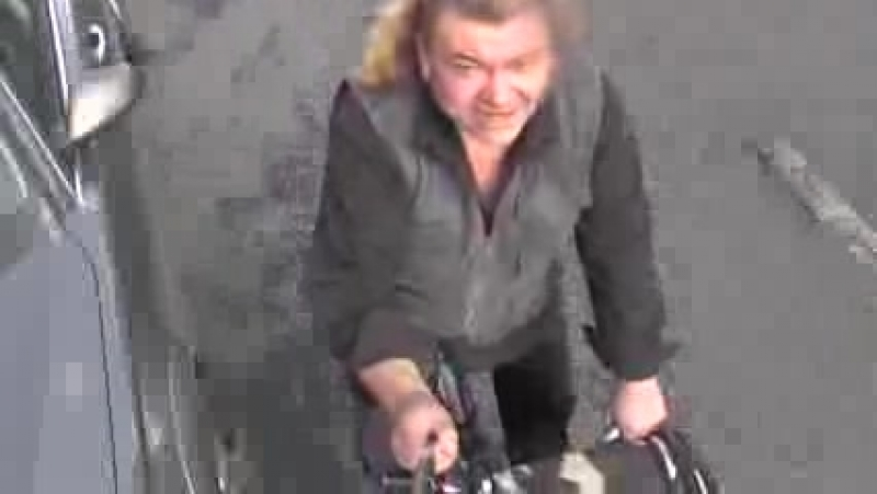 001_по садовому кольцу на велике певец ПРОРОК САН БОЙ в москве,обижаясь на редактора