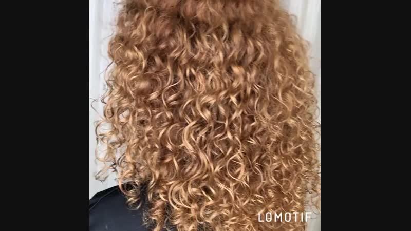 Крем Curly Sexy Hair — идеальный продукт для работы с непослушными, пористыми волосами. Дополнительно текстурирует отдельные пря