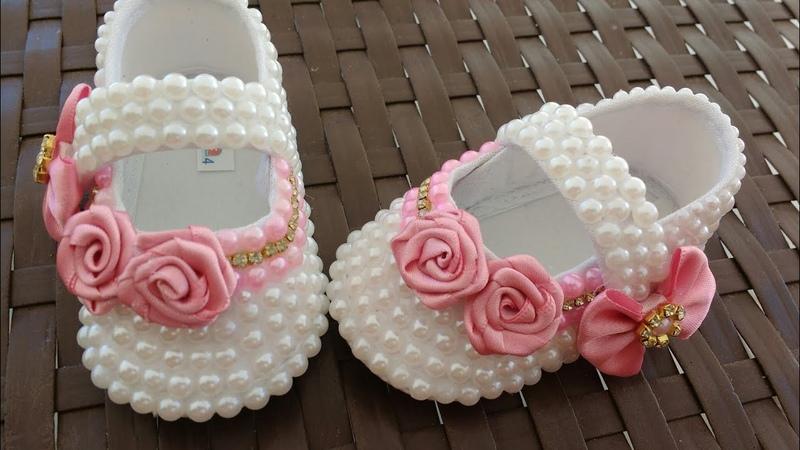 Como decorar sapatinho de bebê com pérola