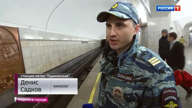 Вести-Москва • Поступил по-человечески. Полицейский спас пассажира, упавшего в метро