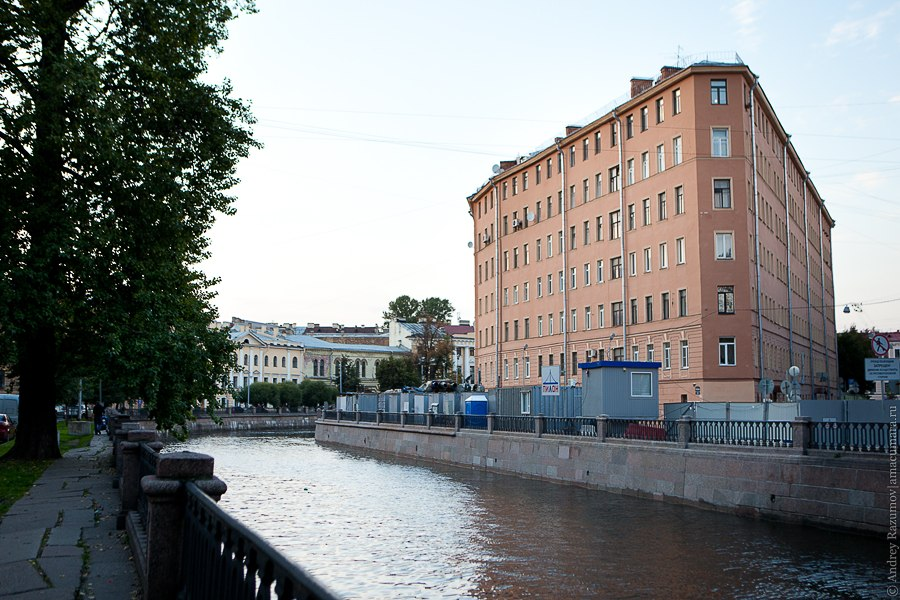 дом-утюг канал Грибоедова 100 Петербург