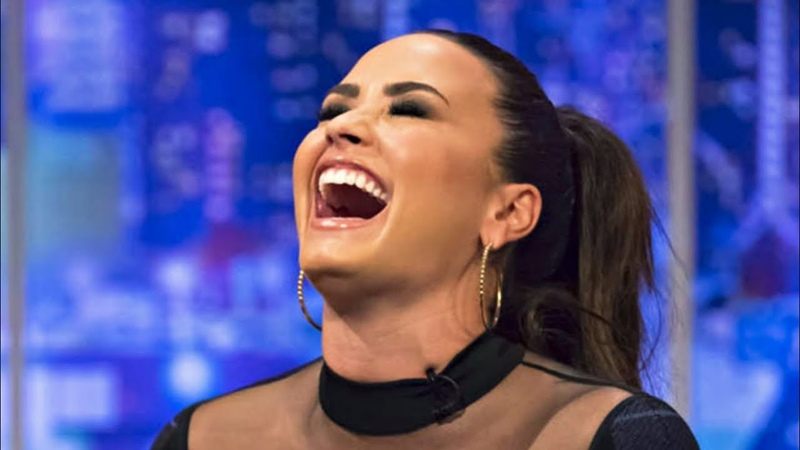 Demi Lovato Laughing For 5 Minutes NON STOP!!