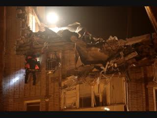 Взрыв бытового газа в городе Шахты: спустя сутки спасатели продолжают работы по расчистке завалов