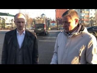 Встреча Сергея Попова с главным архитектором Игорем Кочуровым в новом сквере возле больницы
