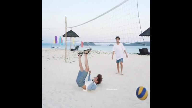 BTS/Чимин и Джин/волейбол по бантан