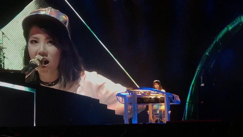 G.E.M. 邓紫棋 漂向北方 LIVE Queen of Hearts 2017 Singapore 12 aug 2017