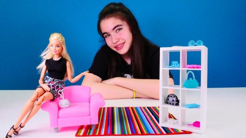 Barbie Ken ile buluşuyor! Elbise seçelim. Kız oyunları