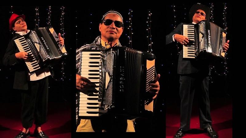 जीना यहाँ मरना यहाँ Jeena Yahan Marna Yahan | On piano accordion by Anupam Dutta | Hit Hindi Classic
