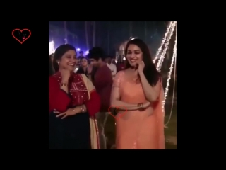 Madhuri Dixit live dance at friend wedding with Renuka Sahane Dance old movie song