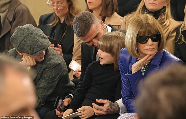 Дэвид Бекхэм с детьми поддержал Викторию на показе ее новой коллекции в Лондоне