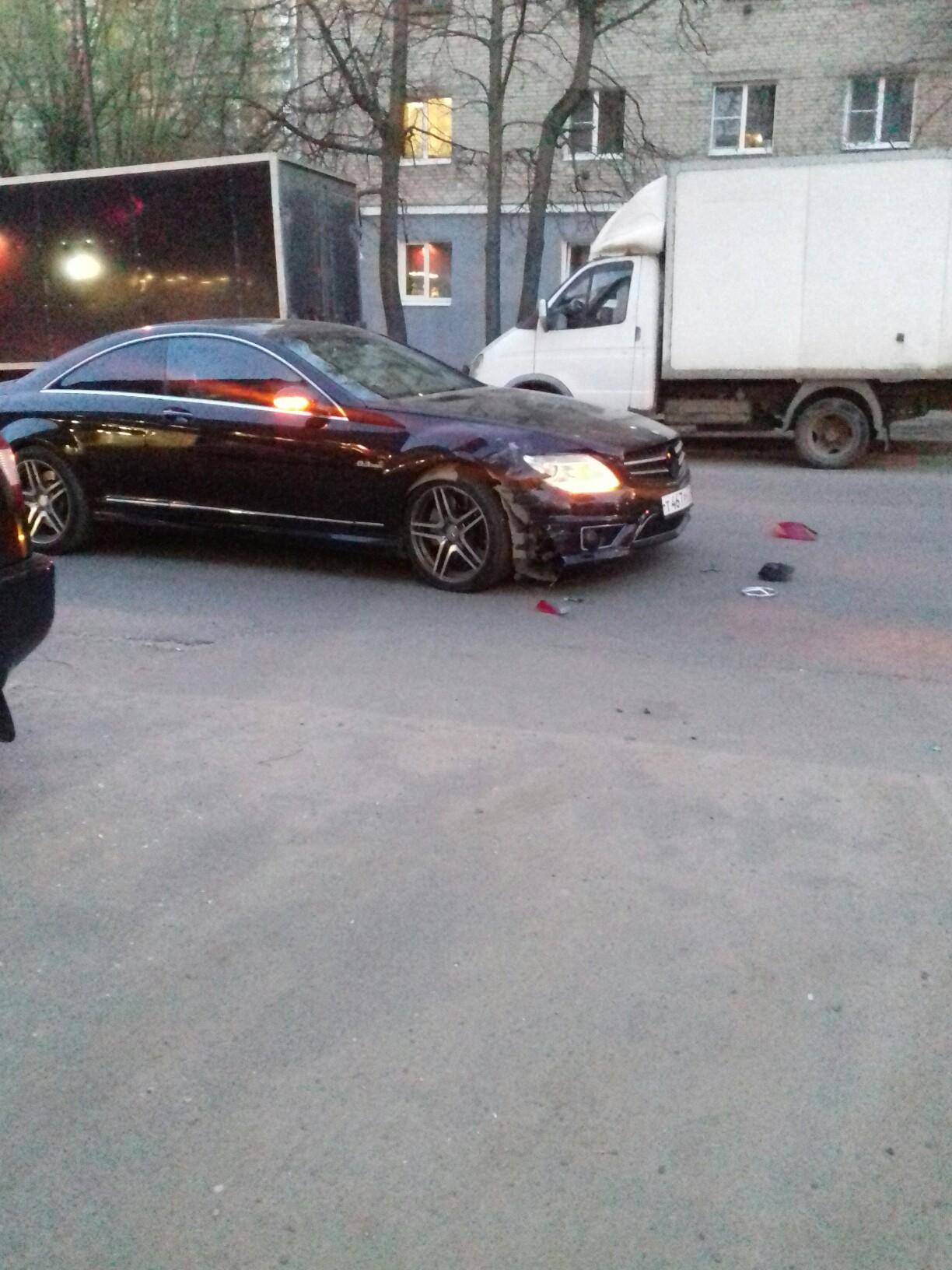 Авария с участием яндекс такси и мериным на северной у магнита