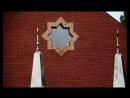 На большом минарете строящейся мечети установили полумесяц