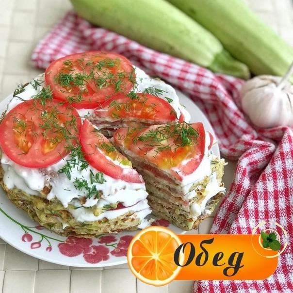 кабачковый торт - 330 гр кабачки (в отжатом виде)- 2 яйца (103 гр)- 50 гр мука пшеничная ц/з- укроп- соль, перец .- 130 гр йогурт натуральный 3,5%- 10 гр чеснок .- 270 гр помидор .кабачки моем,